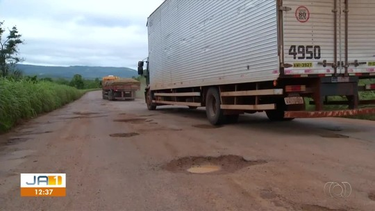 Rodovia que liga Palmas a Brasília tem crateras há mais de um ano