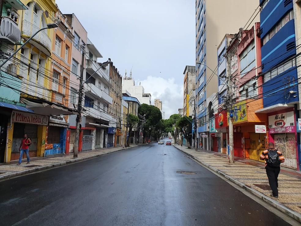 Comércio de rua de Salvador está proibido de abrir por causa do novo coronavírus.  — Foto: Naiá Braga / TV Bahia