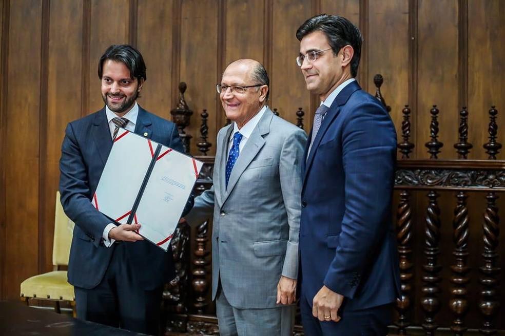 Governador assinou parceria com o Governo Federal para a construção das moradias (Foto: Divulgação/Governo do Estado de São Paulo)
