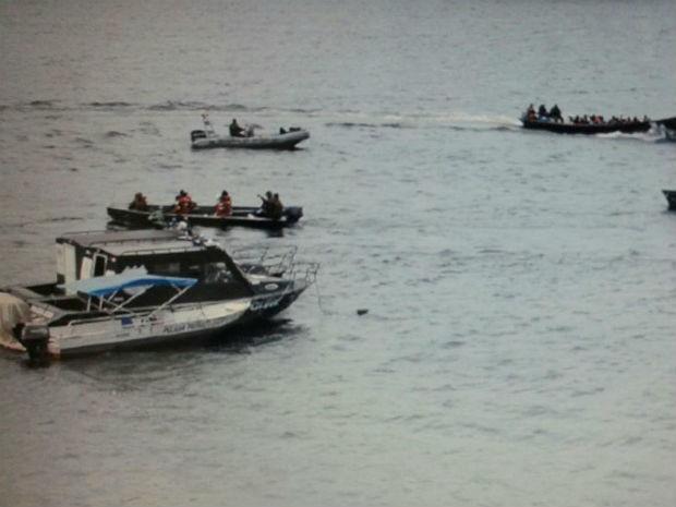 Embarcação foi apreendida no domingo (25) próximo ao município de Oiapoque (Foto: Divulgação/ Exército Brasileiro)