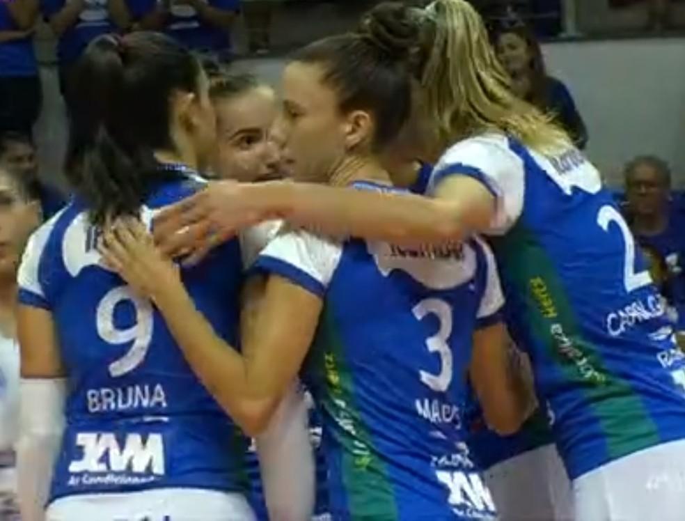Minas vence por 3 sets a 1 e avança na Superliga  — Foto: SporTV