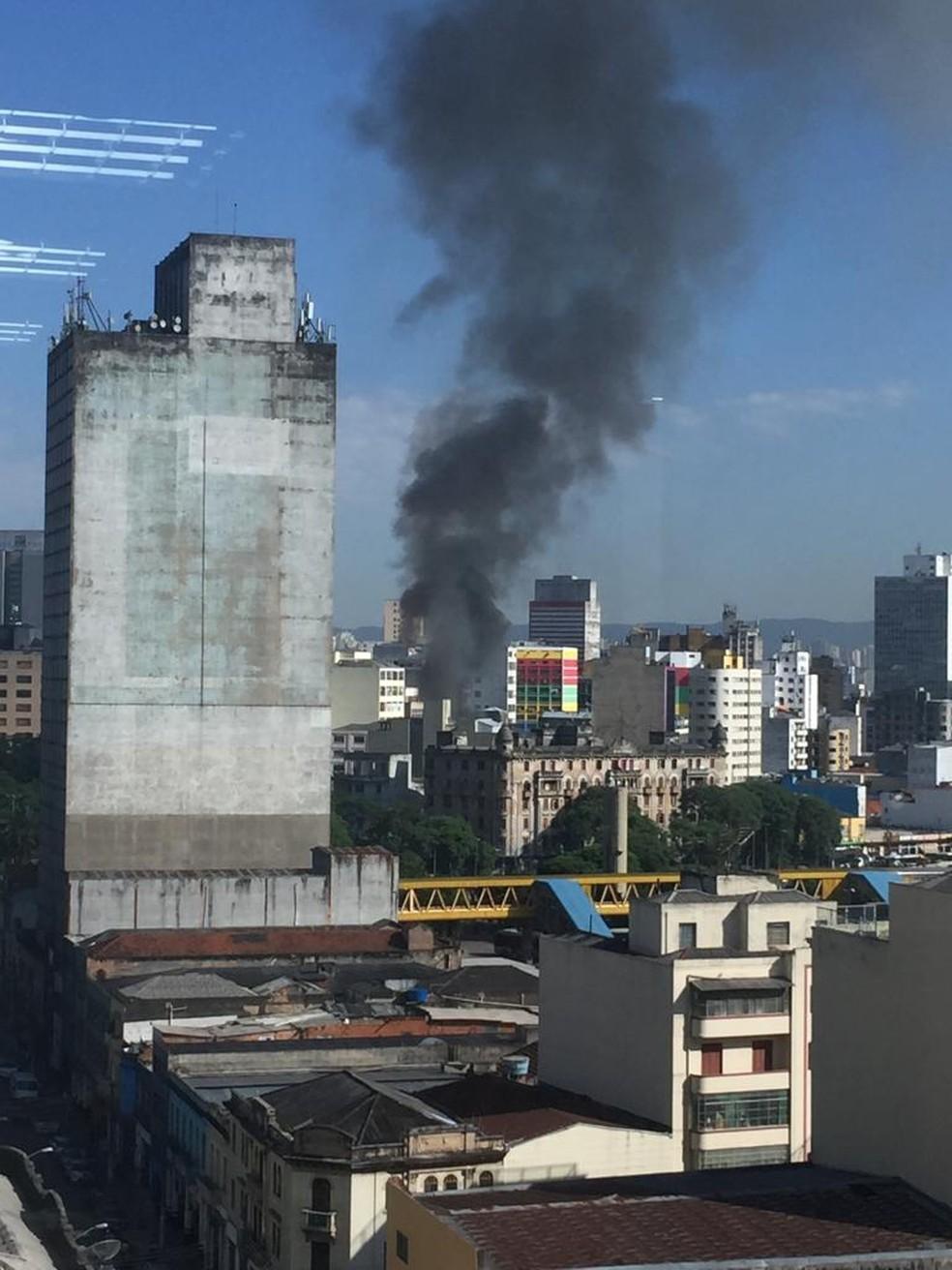 Incêndio é visto de longe — Foto: Caroline Coelho/Arquivo Pessoal