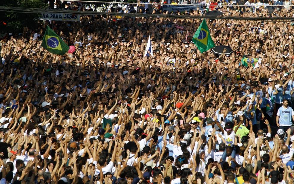 Milhares de fiéis participam da Marcha para Jesus, em São Paulo — Foto: Fábio Vieira/Fotorua/Estadão Conteúdo