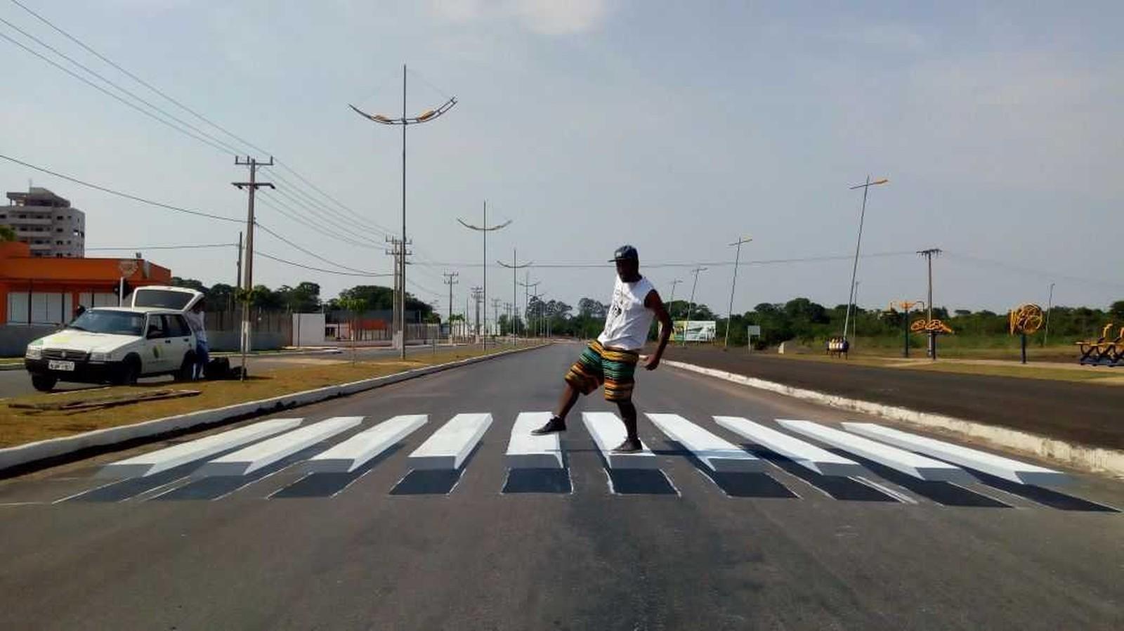 CURIOSO: Grafiteiros pintam faixas de pedestres em 3D para 'forçar' parada de motoristas em cidade de MT