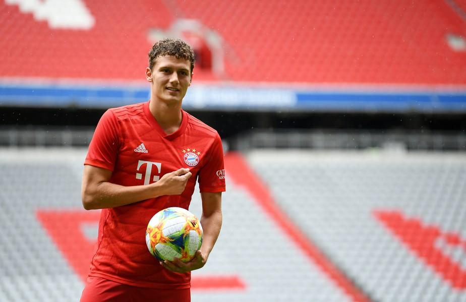 Contratado em janeiro, Pavard enfim é apresentado como reforço do Bayern de Munique