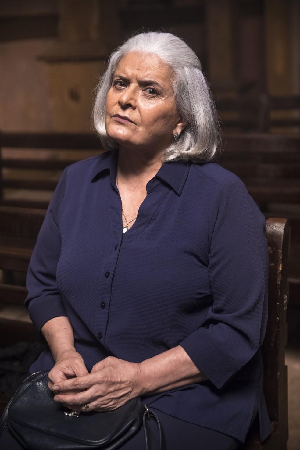 Jussara Freire é Nilda, em 'A Dona do Pedaço'. A personagem é mãe de Amadeu (Marcos Palmeira) — Foto: TV Globo/João Miguel Jr.