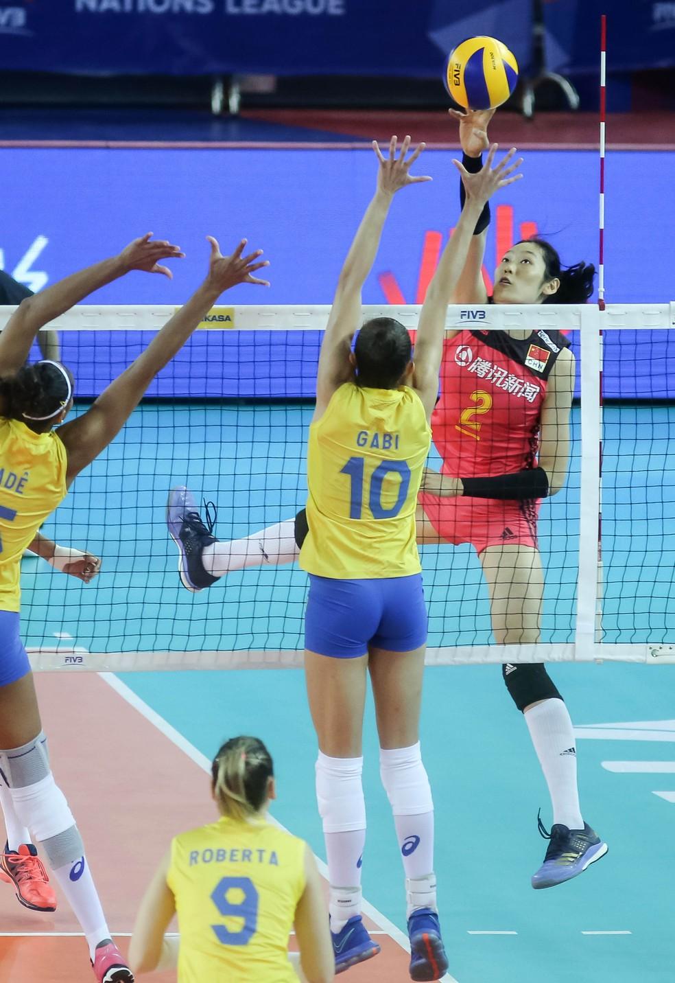 Ting Zhu foi a maior pontuadora do jogo (Foto: Divulgação/FIVB)