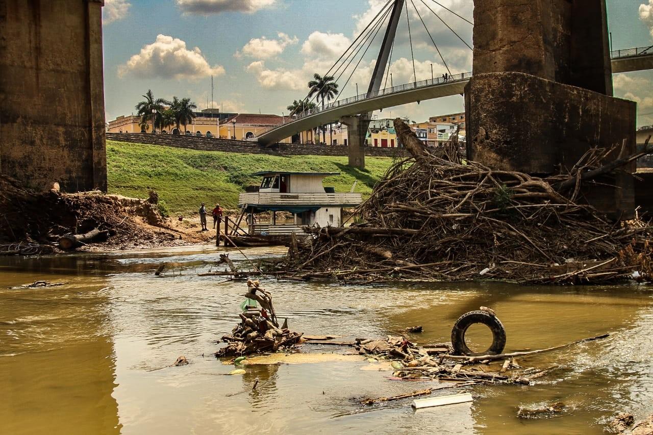 Em Rio Branco, seca revela acúmulo de lixo e entulho dentro do Rio Acre; veja fotos - Notícias - Plantão Diário