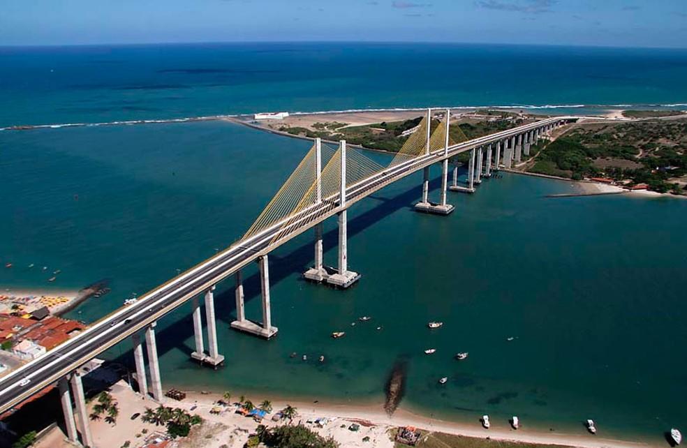 Foto aérea mostra a ponte Newton Navarro, inaugurada em novembro de 2007. Edificação é considerada a mais alta ponte estaiada (suspensa por cabos) do país — Foto: Canindé Soares
