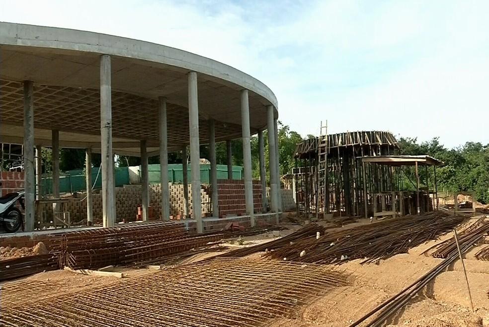 ICMBio embarga obra de Cid Gomes localizada em Área de Preservação Permanente (APP) (Foto: Tv Verdes Mares)