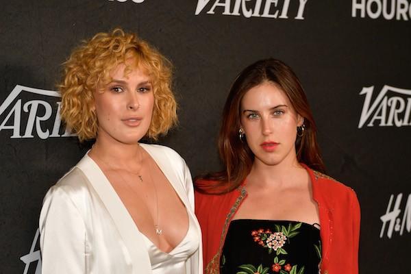 Duas das três filhas de Demi Moore e Bruce Willis, Rumer Willis e Scout Willis (Foto: Getty Images)
