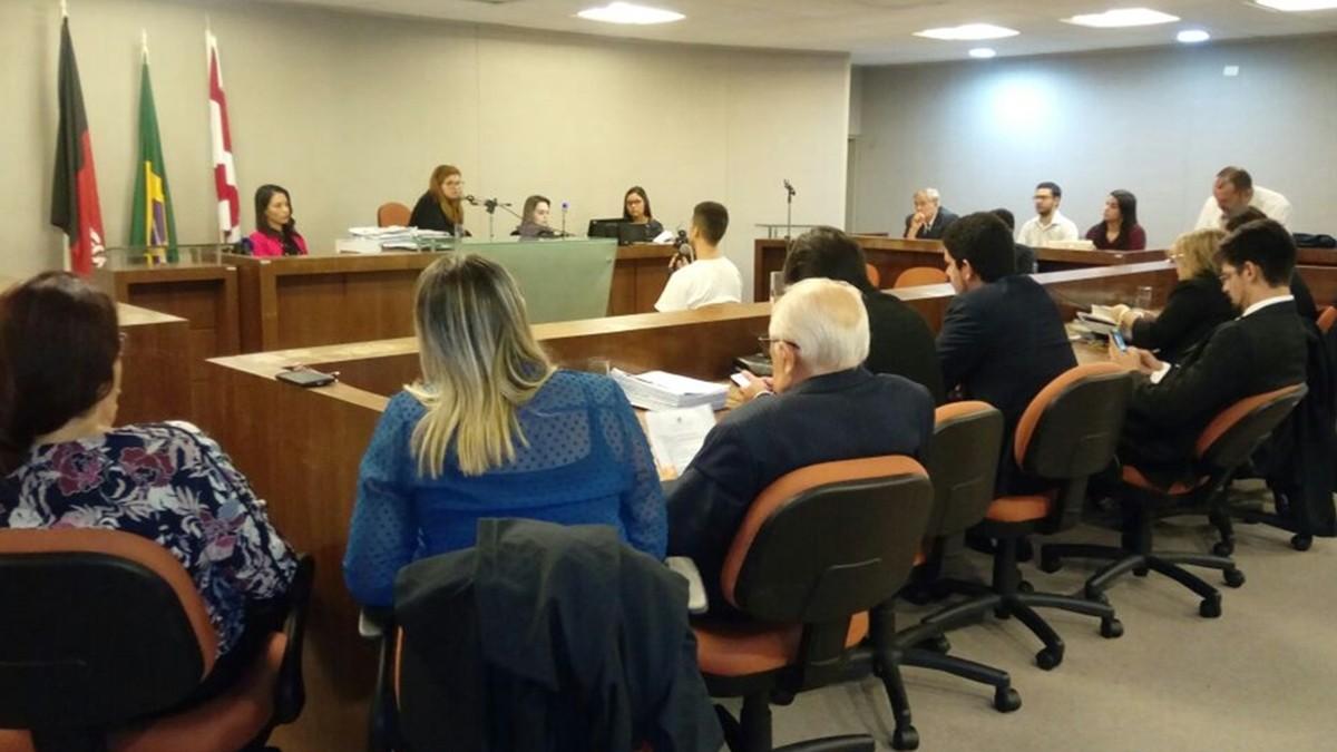 Testemunhas e réus depõem em audiência de acusada de mandar matar irmão em João Pessoa