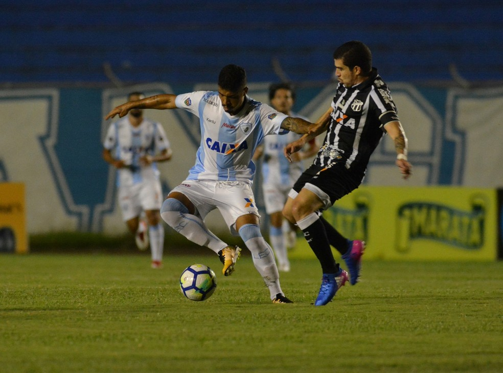 Ceará superou o Londrina, de virada, aos 48 do 2º tempo (Foto: Gustavo Oliveira/Londrina Esporte Clube)