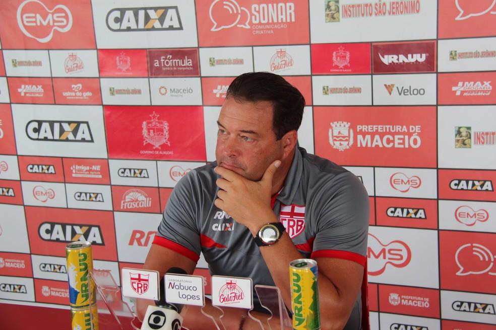 Roberto Fernandes, técnico do CRB — Foto: Denison Roma/GloboEsporte.com