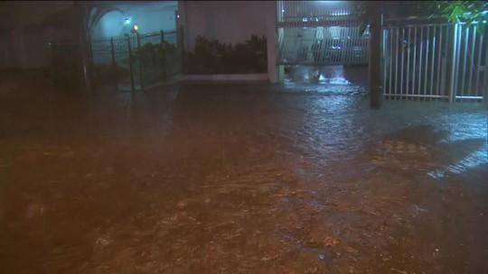 Tempestade provoca alagamentos no Rio de Janeiro