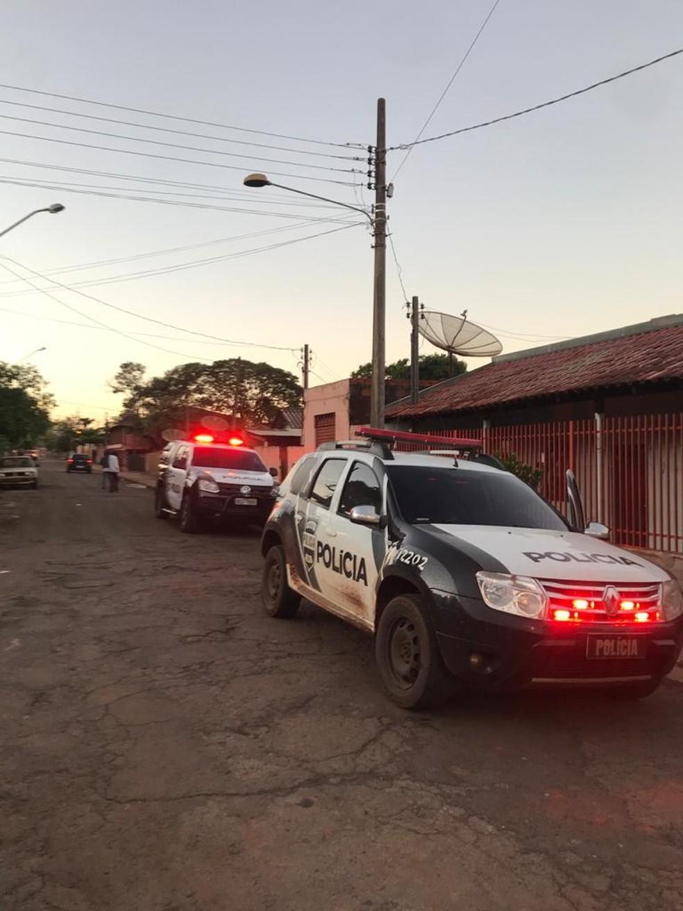 Alvos são suspeitos de fazer delivery de drogas em Andirá — Foto: Imagens cedidas/Cleverson Rodrigues/Radio Cabiuna