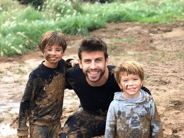 Gerard Pique e os filhos  (Foto: Instagram/Reprodução)