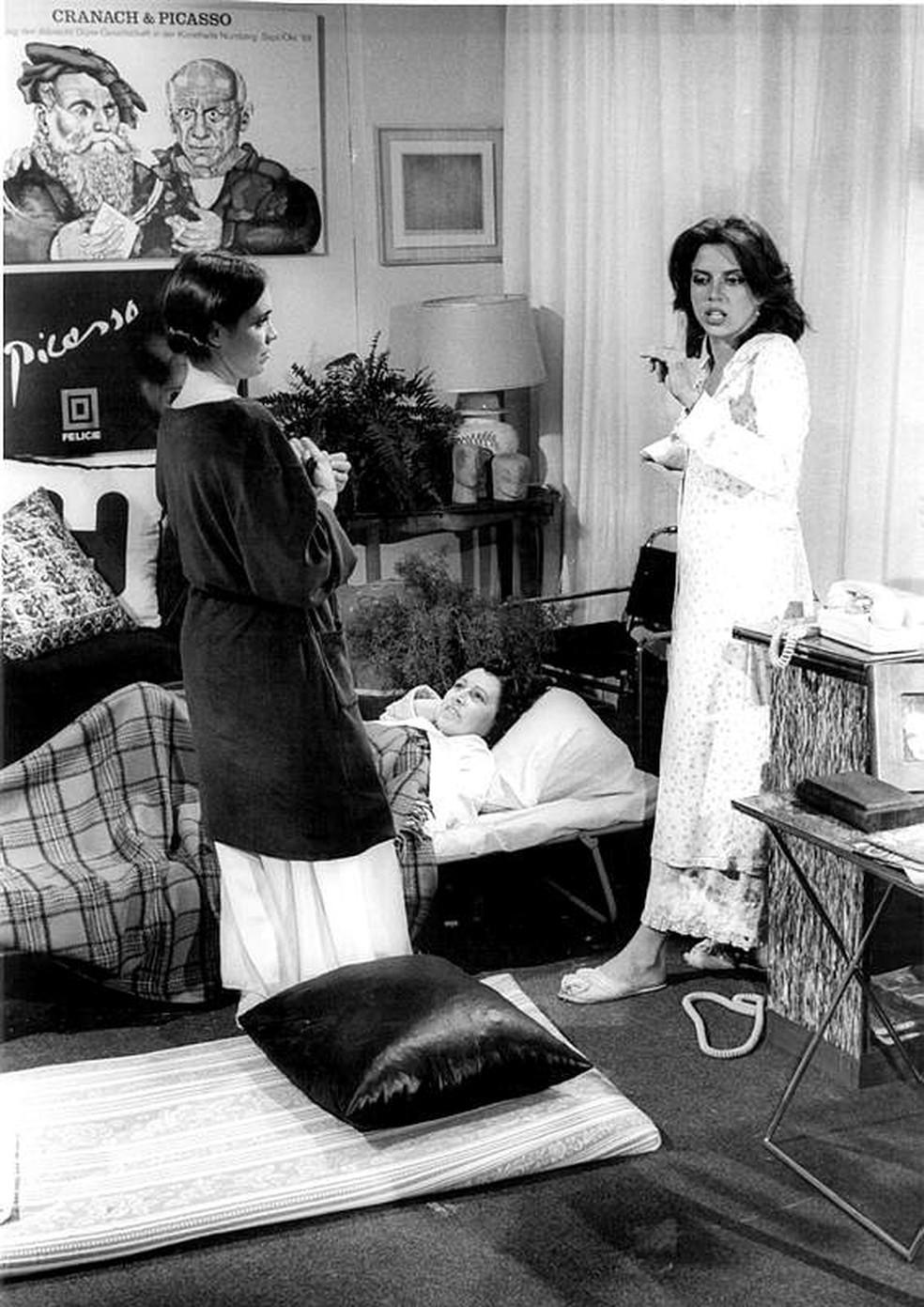 Sônia Guedes com Regina Duarte e Lucia Alves em 'Malu Mulher' — Foto: Acervo TV Globo