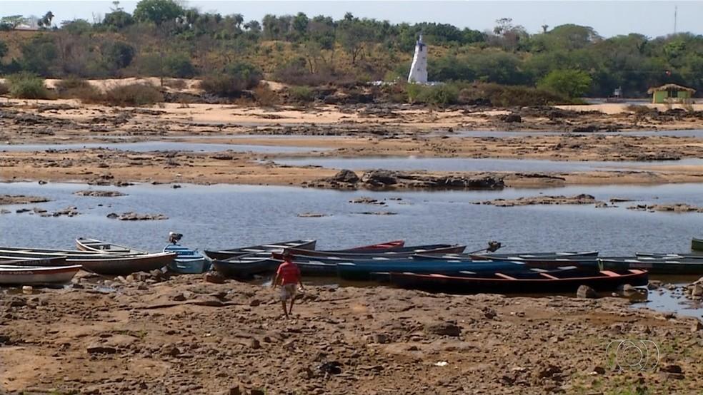 Seca prejudica comunidade de ribeirinhos no Tocantins (Foto: Reprodução TV Anhanguera)