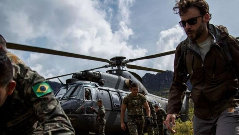 Subida ao platô onde fica o Pico da Neblina ocorreu em helicóptero do Exército (Foto: BBC)