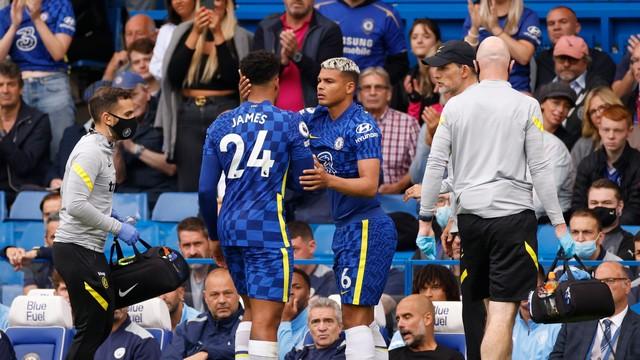 Thiago Silva entra no lugar de James durante Chelsea x City