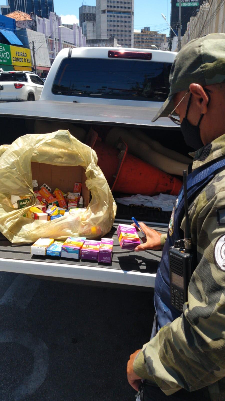Agefis apreende 127 caixas de remédios sendo vendidas ilegalmente no Centro de Fortaleza