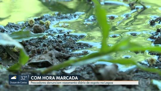 Pescadores denunciam vazamento de esgoto 'com hora marcada' na Lagoa Rodrigo de Freitas