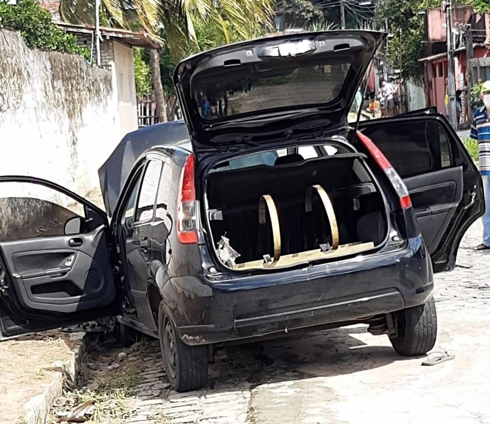 Bandido perde controle do carro, homem tenta fugir e é morto a tiros — Foto: Redes sociais