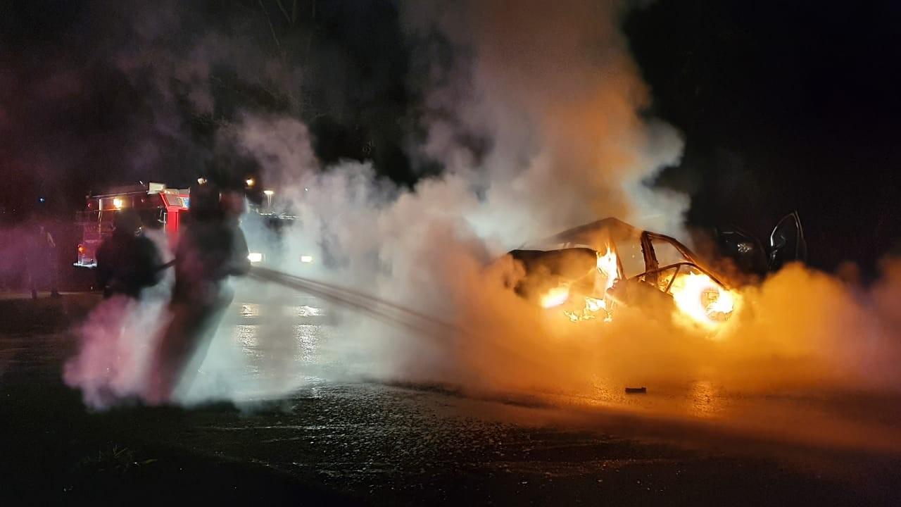 Motorista morre carbonizado após carro pegar fogo em acidente na MG-423, entre Conceição do Pará e Pitangui