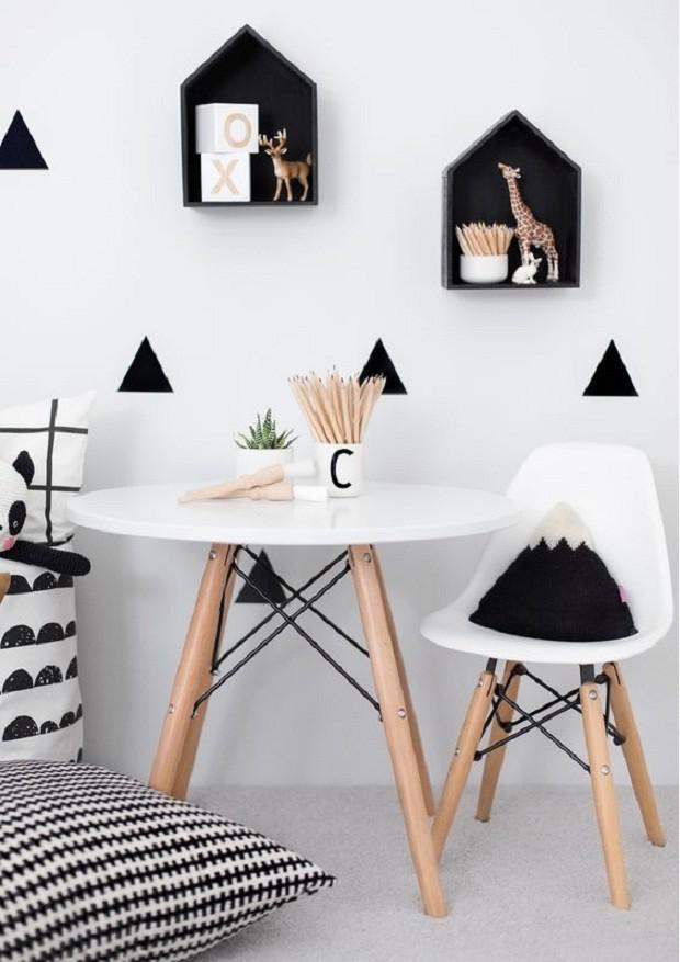O preto apenas nos detalhes é uma boa aposta para o quarto do bebê (Foto: Pinterest)
