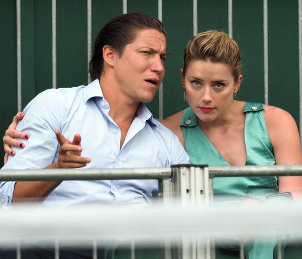 Amber não assumia relacionamento desde o fim do casamento com Johnny Depp (Foto: Backgrid)