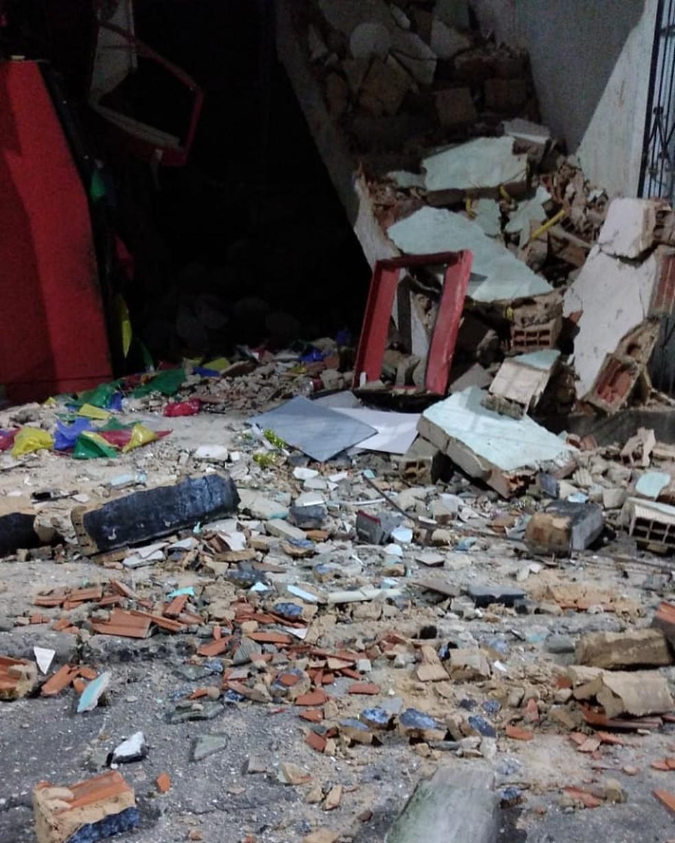 Caixas eletrônicos são explodidos em mercado no bairro de Mussurunga, em Salvador — Foto: Redes Sociais