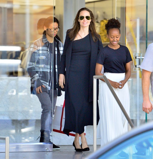 Angelina Jolie com Pax e Zahara (Foto: The Grosby Group)