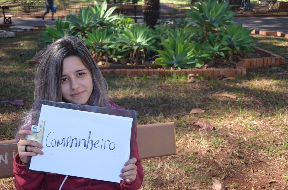 Companherismo é a palavra que Lais Mazalli encontrou de descrever o relacionamento com o pai Rogério de Souza (Foto: Emily Cardoso/G1)