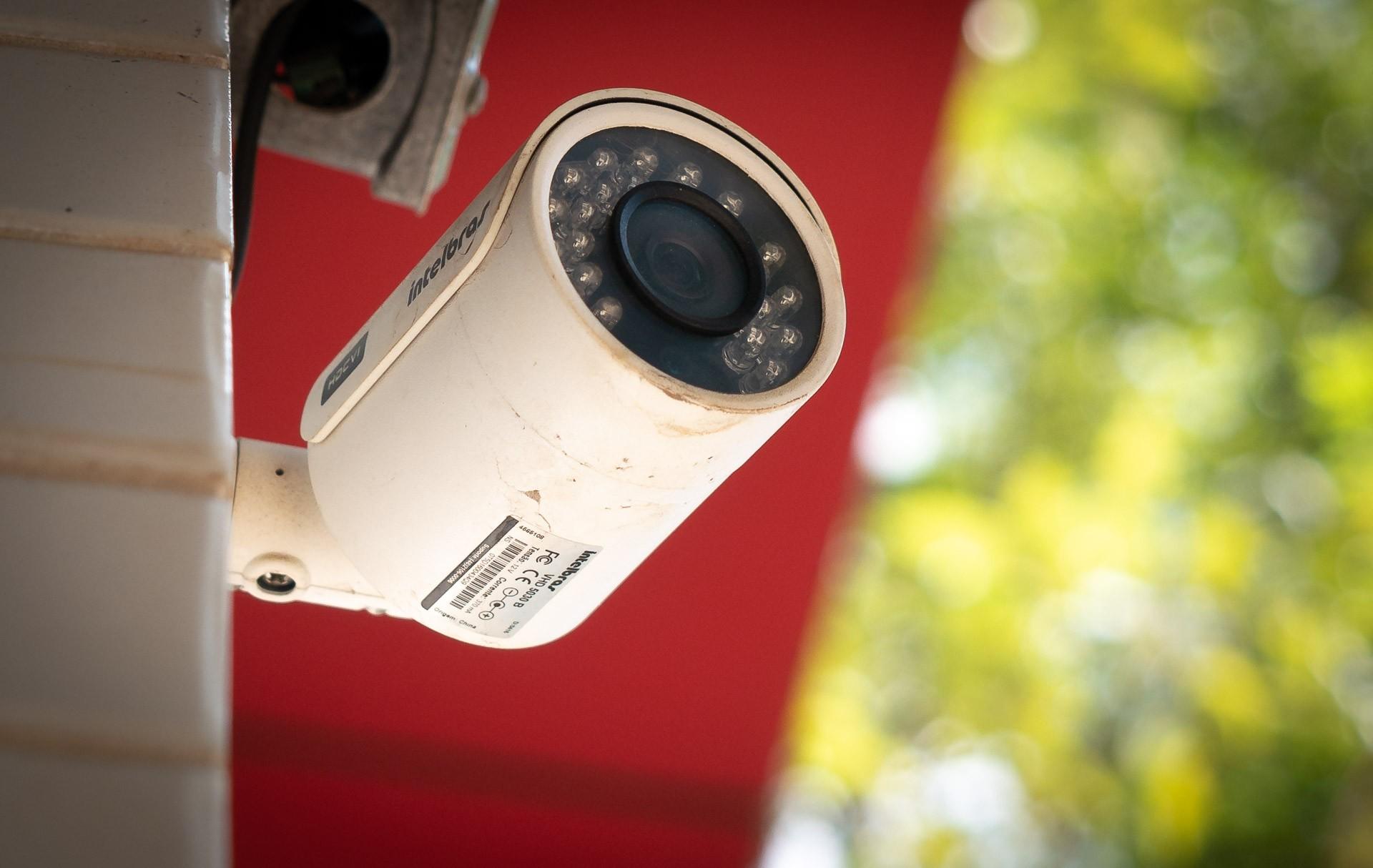 Hackers vendem acesso a imagens capturadas de 50 mil câmeras expostas na web, diz site