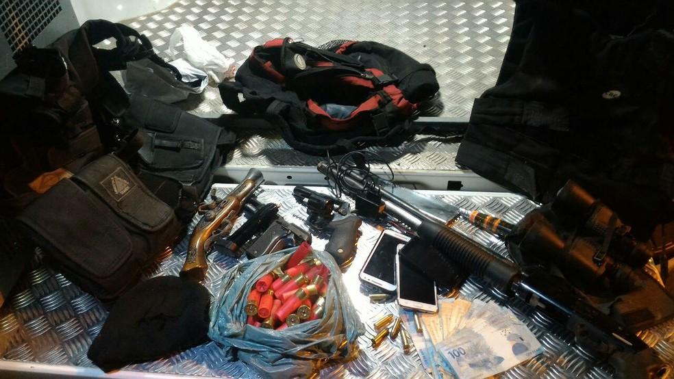 Materiais apreendidos com grupo detido pela PM no Parque das Águas em Juiz de Fora (Foto: Polícia Militar/Divulgação)