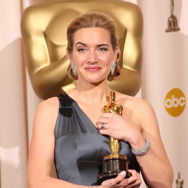 Inesperado: Kate Winslet guarda o Oscar no banheiro - Revista Glamour | Hot  news