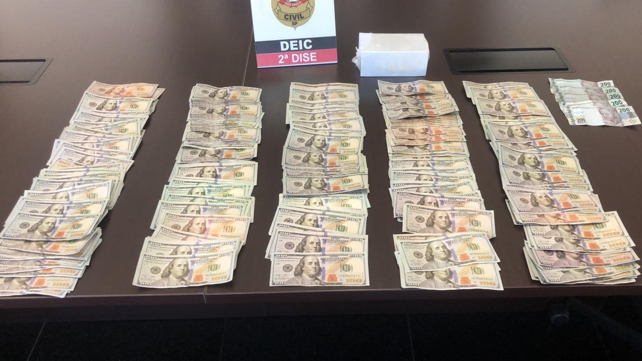 Polícia apreende notas falsas de dólar dentro de casa alugada em condomínio de Votorantim