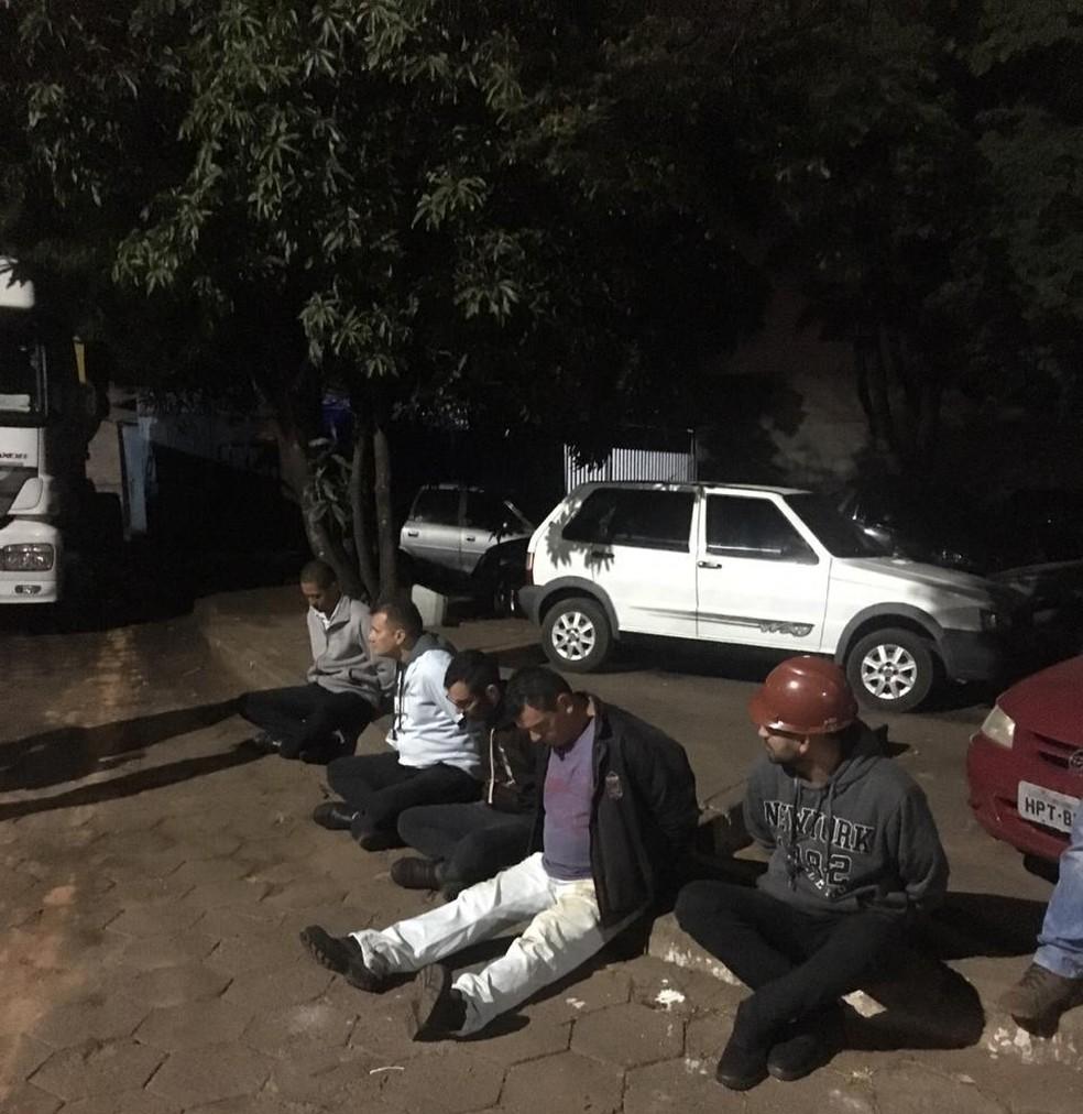 Suspeitos de desviar e revender combustível furtado são presos no DF — Foto: PCDF/Divulgação