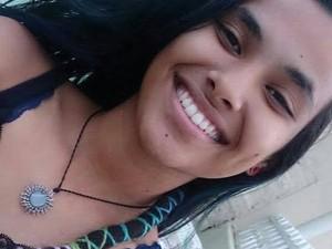 Estudante fez uma selfie demonstrando sua alegria com a nota na redação do Enem (Foto: Thayonara Marina/Arquivo pessoal)