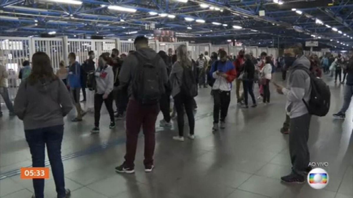 Estações do Metrô amanhecem fechadas em SP mesmo após metroviários suspenderem greve – G1