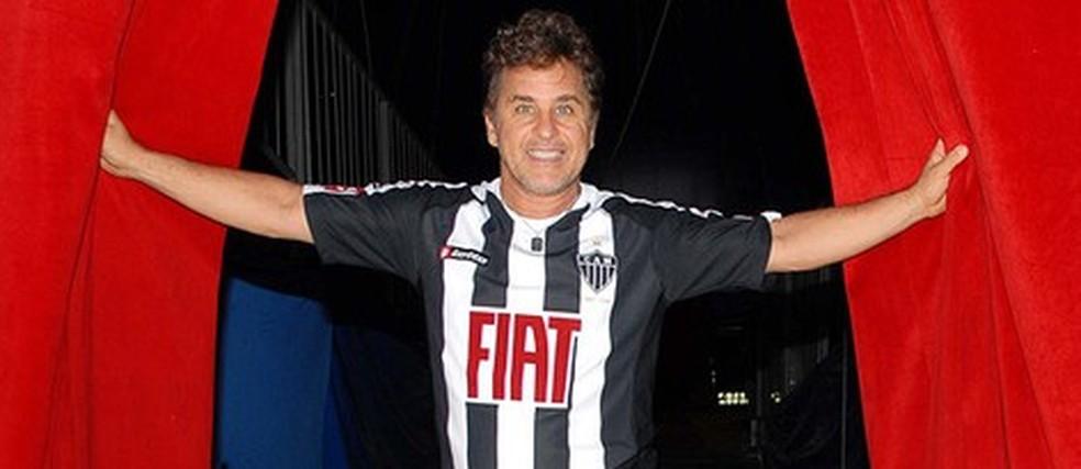 O ator Marcos Frota é atleticano e demonstrou o carinho pelo clube do coração — Foto: Alexandre Durão / Globoesporte.com