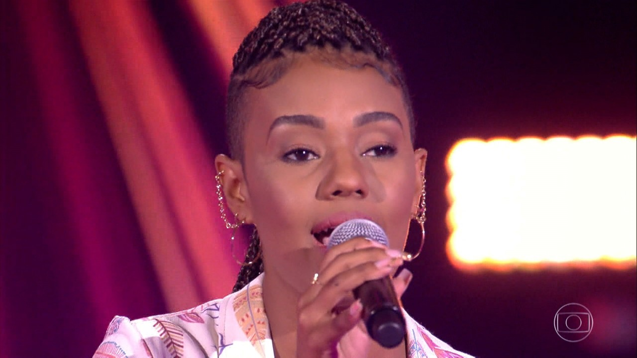 Érica Timóteo canta 'Enredo do Meu Samba'