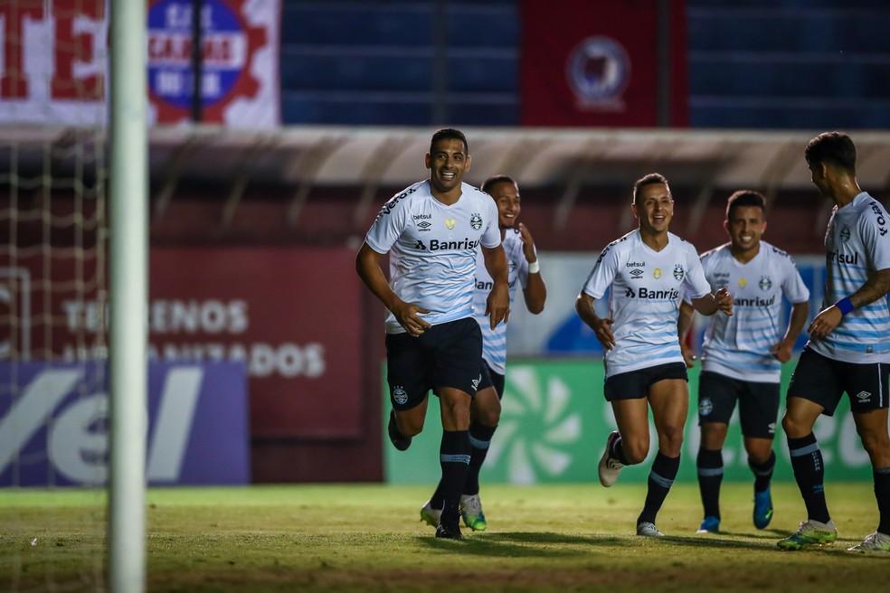 Diego Souza comemora gol pelo Grêmio diante do Caxias na semifinal do Gauchão — Foto: Lucas Uebel/DVG/Grêmio