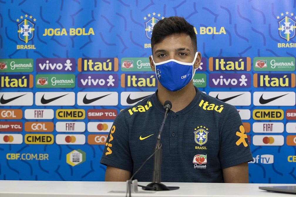 Gabriel Menino, lateral-direito da Seleção, em entrevista coletiva — Foto: Lucas Figueiredo / CBF
