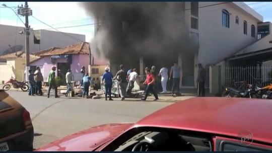 Incêndio faz 13 funcionários de oficina serem socorridos com suspeita de intoxicação em Nova Resende, MG