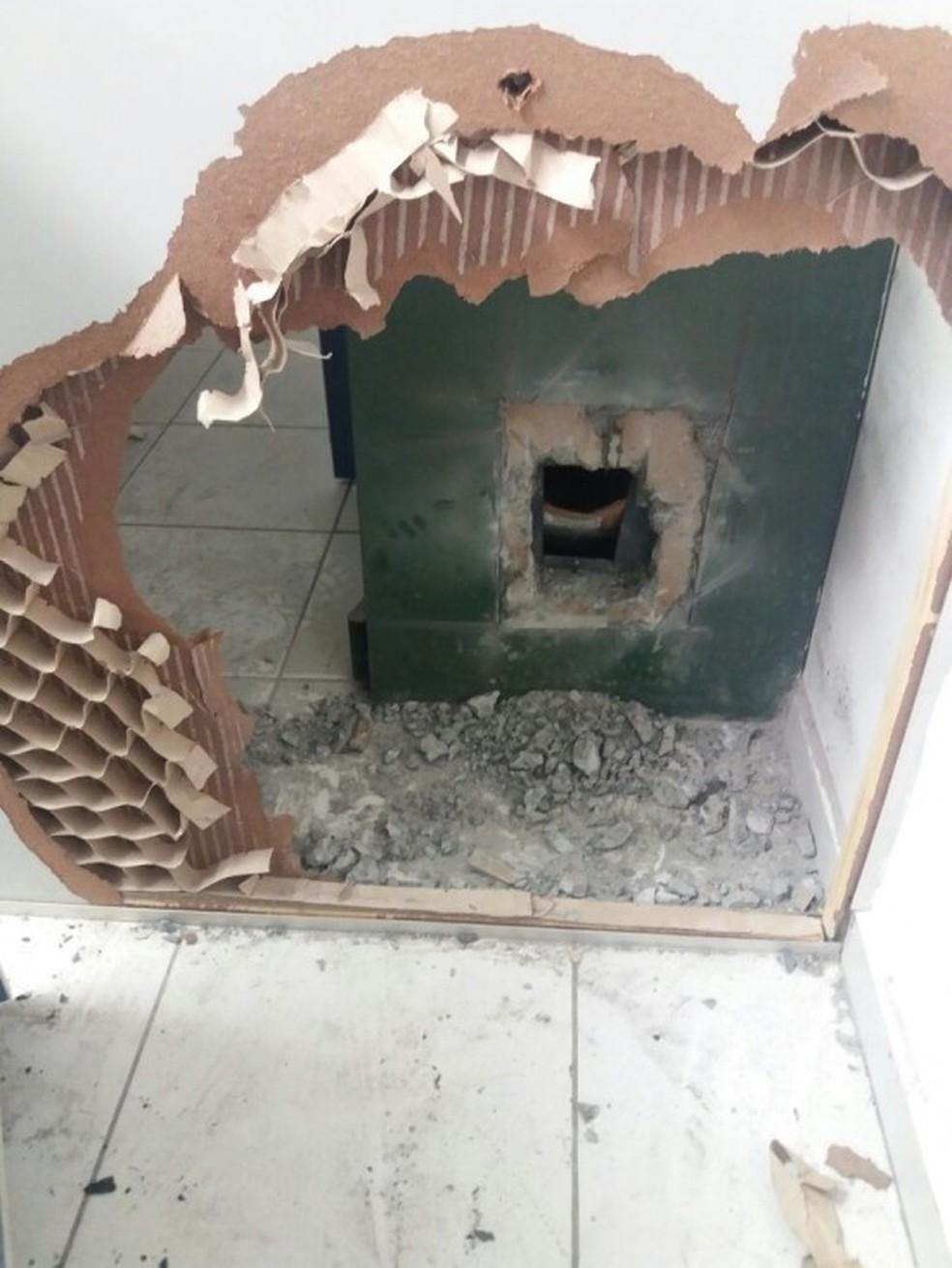 Ladrões levaram mais de R$ 30 mil que estava no cofre  (Foto: Arquivo Pessoal)