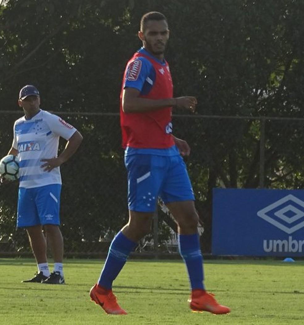 Careca ficou na Toca da Raposa por um ano, mas não foi aproveitado no time principal do Cruzeiro — Foto: Gabriel Duarte