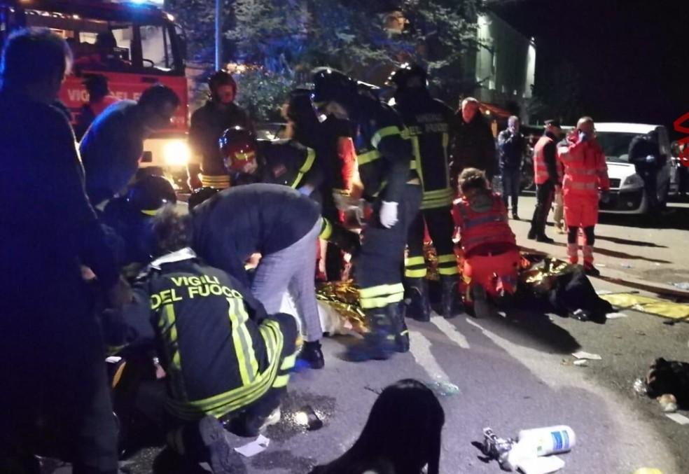 Confusão em show na boate Lanterna Azzurra, na Itália, deixa 6 mortos. — Foto: Divulgação/Vigili del Fuoco