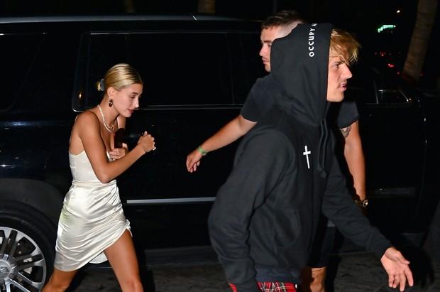 Hailey Baldwin e Justin Bieber (Foto: BACKGRID)